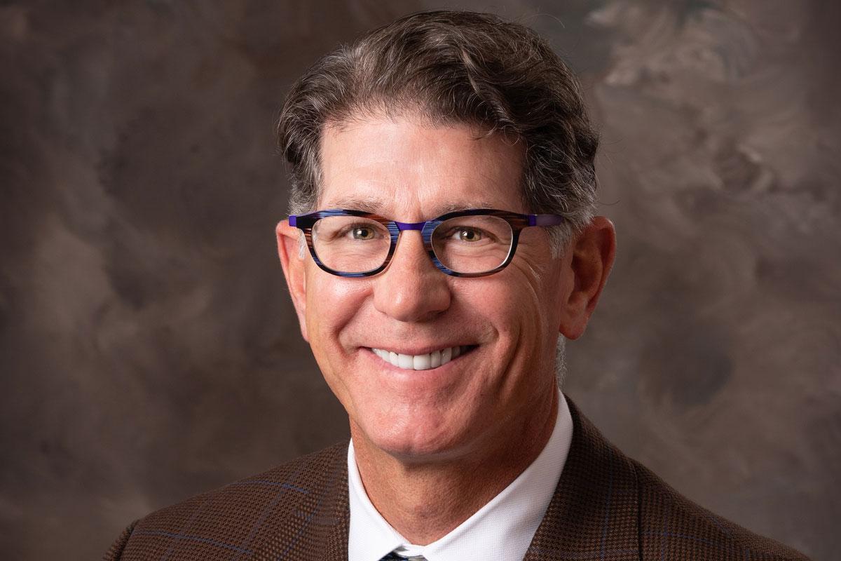 Timothy Jones, MD del Centro Médico Regional St. Mary