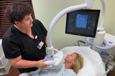 Examen especializado para mujeres con tejido mamario denso